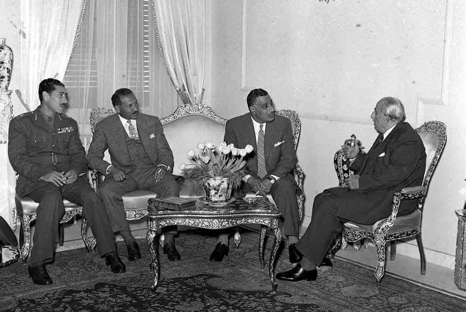 شكري القوتلي يستقبل جمال عبد الناصر في قصر الضيافة بعيد إعلان الوحدة (2)