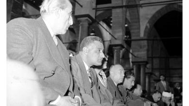 شكري القوتلي وجمال عبد الناصر يؤديان الصلاة فى الجامع الأزهر 1958 (1)
