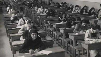 صورة طالبات سوريات خلال تقديم الامتحانات الجامعية في الخمسينيات