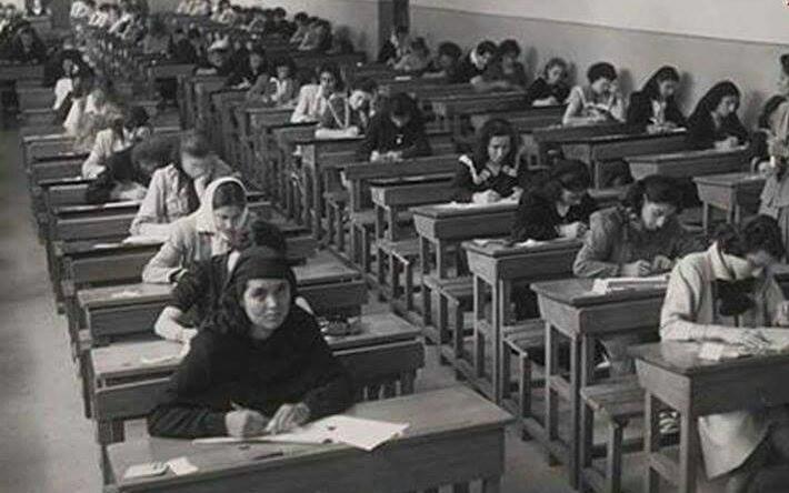 طالبات سوريات خلال تقديم الامتحانات الجامعية في الخمسينيات
