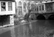دمشق 1926 - جسرالزلابية على نهر بردى الذي يصل بين طرفي سوق الزرابلية