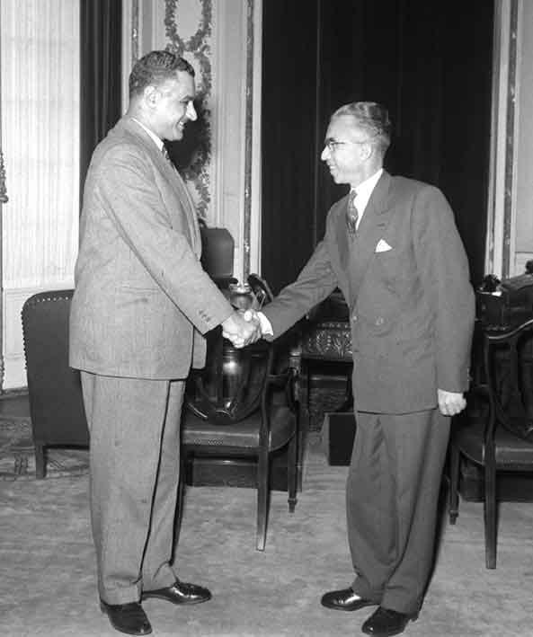 جمال عبد الناصر يستقبل ناظم القدسي عام 1956