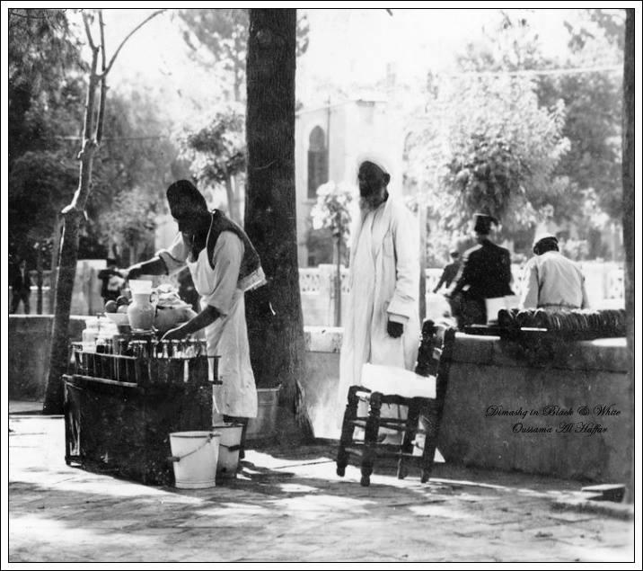 دمشق 1939 - بائع عصيرفي المنصف لشارع النصر