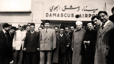 صورة عمر بهاء الدين الأميري في مطار المزة عام 1948