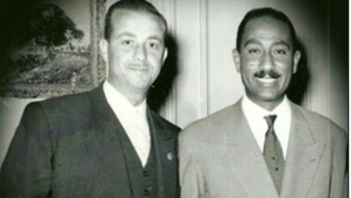 صورة محمد نزهت اليافي مع أنور السادات في القاهرة 1959