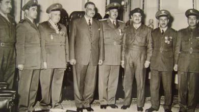 صورة جمال عبد الناصر وجمال الفيصل عند إعلان تشكيل القيادة المشتركة السورية – المصرية عام 1955