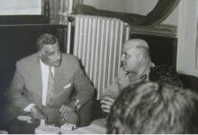 صورة جمال عبد الناصر وجمال الفيصل في رئاسة الاركان بدمشق 1958