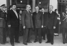 صورة شكري القوتلي وكميل شمعون في مؤتمر القمة عام 1956