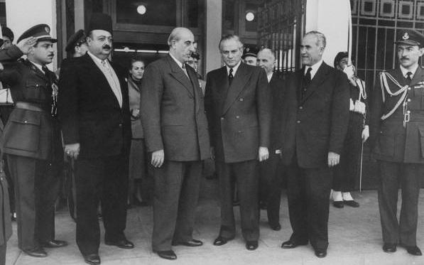 الرئيس شكري القوتلي والرئيس كميل شمعون في مؤتمر القمه عام 1956