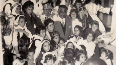 تلاميذ في استقبال جمال عبد الناصر أثناء زيارته إلى السويداء 1960
