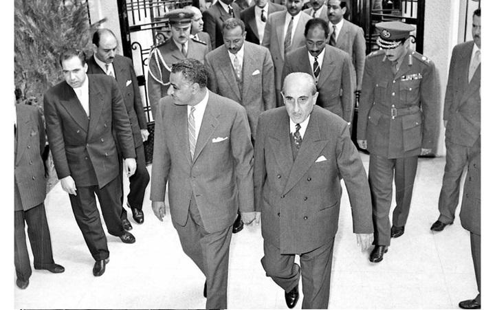 دمشق 1958- شكري القوتلي يستقبل جمال  عبد الناصر عند باب قصر الضيافة بعيد إعلان الوحدة (2)