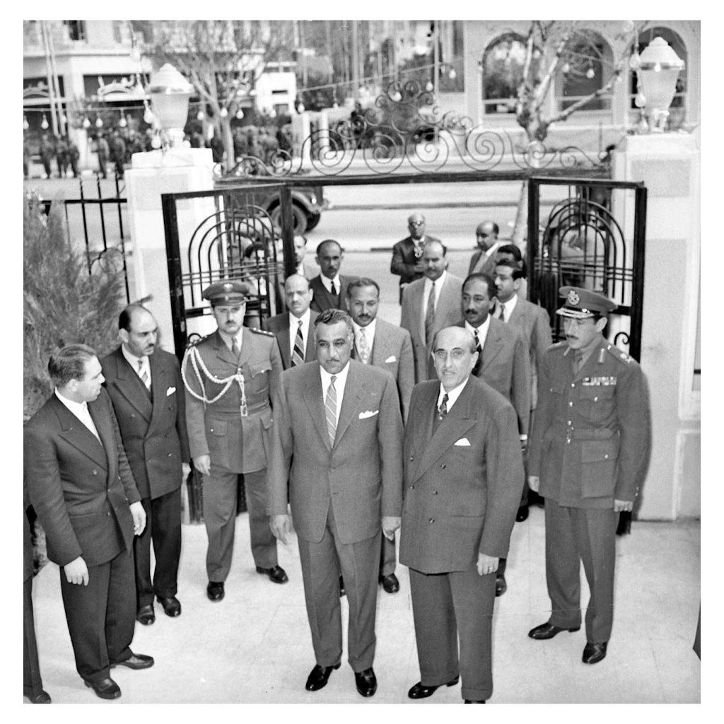 دمشق 1958- شكري القوتلي يستقبل جمال  عبد الناصر عند باب قصر الضيافة بعيد إعلان الوحدة (1)