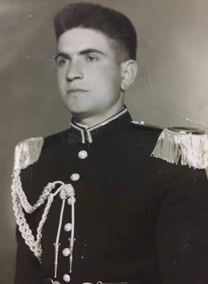 الطالب الضابطسليم حاطومعند التخرج من الكلية الحربية