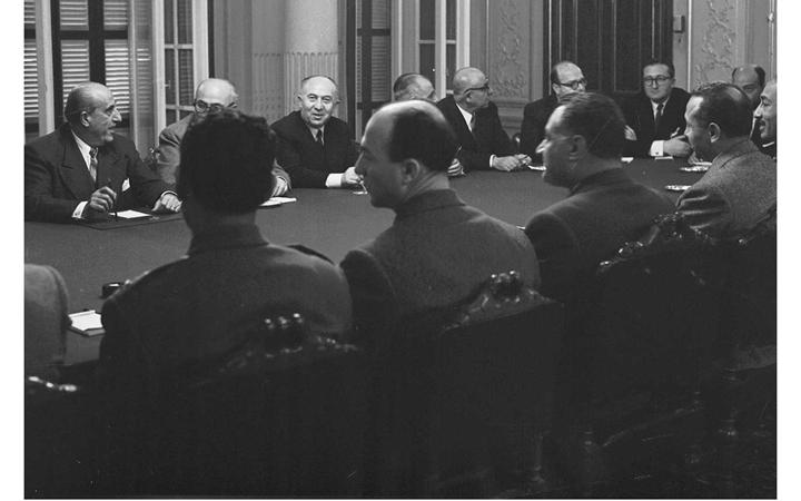 جمال عبد الناصر وشكري القوتلي بالاجتماع الأول في محادثات الوحدة 1958 (1)