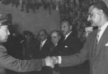 صورة خالد سليم مع الرئيس جمال عبد الناصر في نادي الضباط 1959