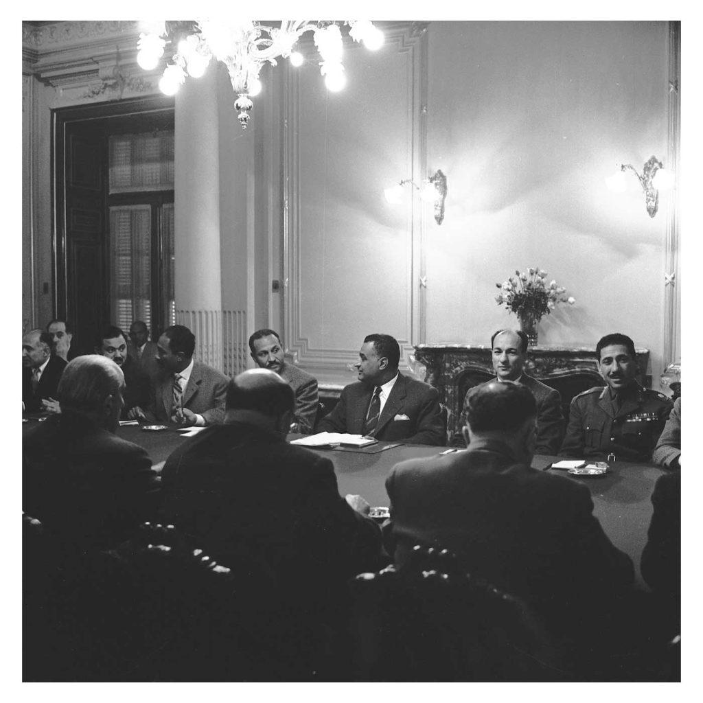 جمال عبد الناصر وشكري القوتلي بالاجتماع الأول في محادثات الوحدة 1958 (3)