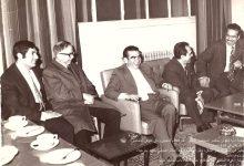 صورة خليل الهنداوي وعبد السلام العجيلي وآخرون في كلية الآداب – جامعة حلب