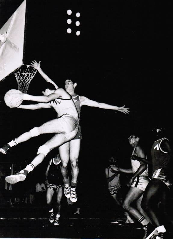 شامل داغستاني في الكويت اثناء احترافه مع نادي القادسية عام 1966