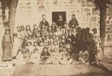 اللاذقية 1895-  الطالبات الإناث في مدرسة دير الفرانسيسكان الإبتدائية