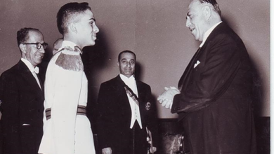 صورة نسيب البكري لدى تقديم أوراق اعتماده للملك حسين