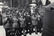 صورة الفريق جمال الفيصل في تشييع محمد نذير سالم عام 1958