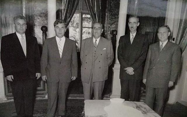 صورة شكري القوتلي وحسن جبارة مع وفد روسي في دمشق عام 1957