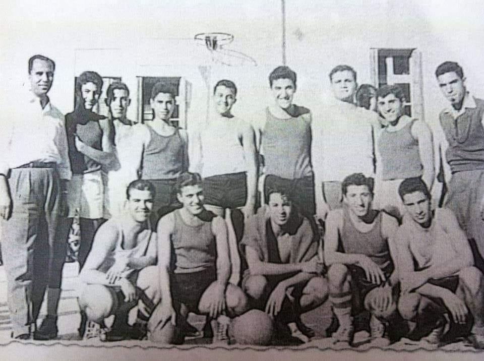 دمشق 1959- فريق كرة السلة في مدرسة التجهيز الأولى مع فريق ثانوية أسعد عبدالله