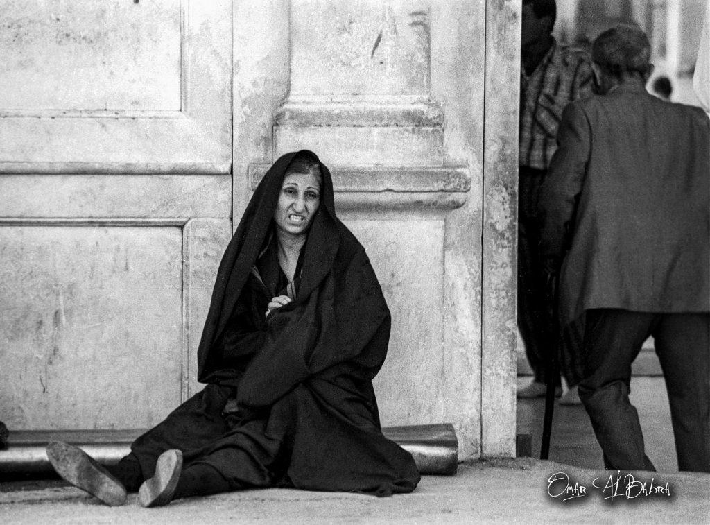 سيدة إيرانية قرب باب المسجد الأموي في دمشق- عام 1985