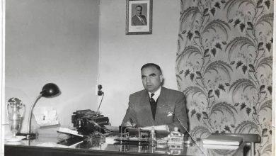 صورة حلب 1959- عمر محمد كردي في مكتبه بمدرسة المأمون
