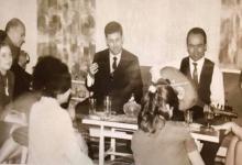 صورة صباح فخري في سهرة عائلية في منزل نادر الأتاسي- آواخر ستينيات القرن الماضي