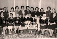صورة رئيسة الاتحاد النسائي السوري مع بعض الأعضاء عام 1956