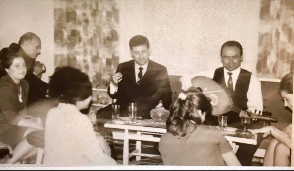 صباح فخري في سهرة عائلية في منزل نادر الأتاسي- آواخر ستينيات القرن الماضي