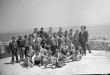 صورة قلعة أرواد 1965- الفرقة الكشفية لمدرسة البيروني مع بعض المدرسين