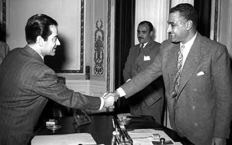 صورة القاهرة 1955 – جمال عبد الناصر يستقبل الفنان فريد الأطرش (1)