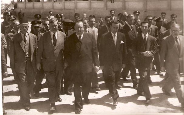 صورة دمشق 1951-أمين عام للأمم المتحدة يتفقد أوضاع اللاجئين الفلسطينيين في المخيمات