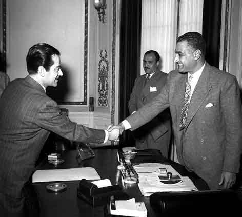 القاهرة 1955 - جمال عبد الناصر يستقبل الفنان فريد الأطرش (1)