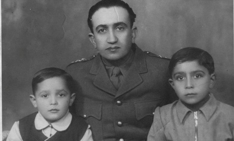 صورة النقيب توفيـق نظـام الديـن مع ولديـه نظمي وزيـاد 1947
