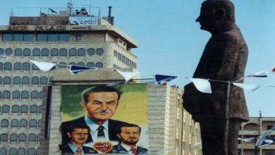 صورة تمثال لـ حافظ الأسد في حلب عام 1994