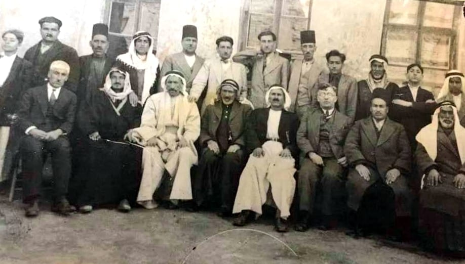بعض أبناء مدينة الرقة أرمن وعرب في بداية ثلاثينات القرن العشرين
