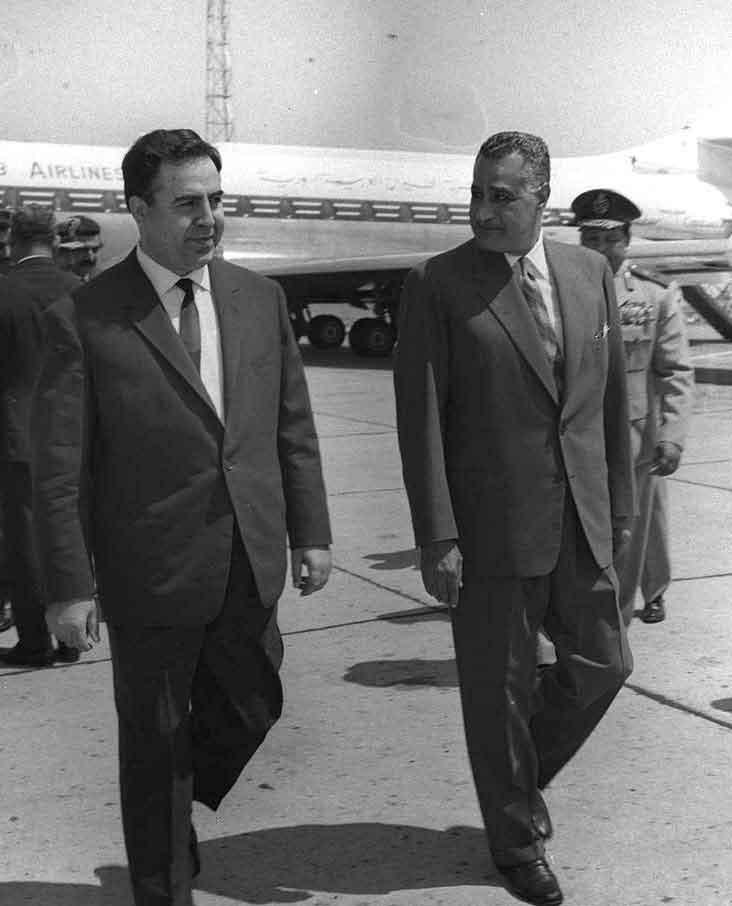 جمال عبد الناصر يستقبل نور الدين الأتاسي بمطار القاهرة (2)