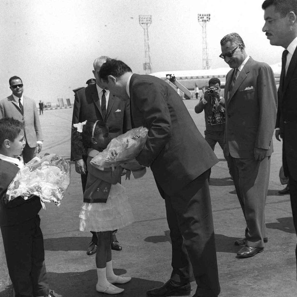 جمال عبد الناصر يستقبل نور الدين الأتاسي بمطار القاهرة (3)