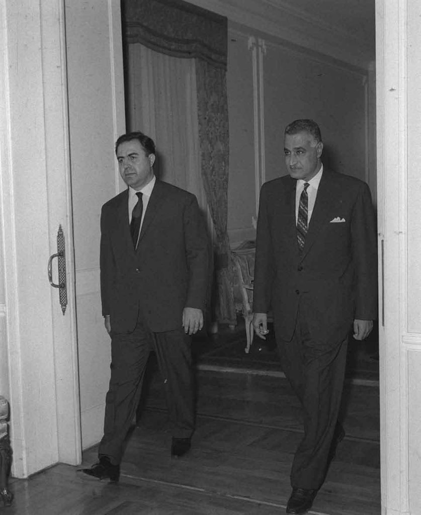 جمال عبد الناصر ونور الدين الاتاسي في حفل عشاء تكريم الوفد السوري 1968(3)