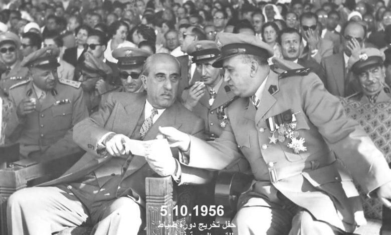 صورة شكري القوتلي وتوفيق نظام الدين في حفل تخريج دورة ضباط القوى الجوية 1956