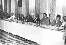 صورة شكري القوتلي والوفد المرافق في نادي الضباط بحلب عام 1956م