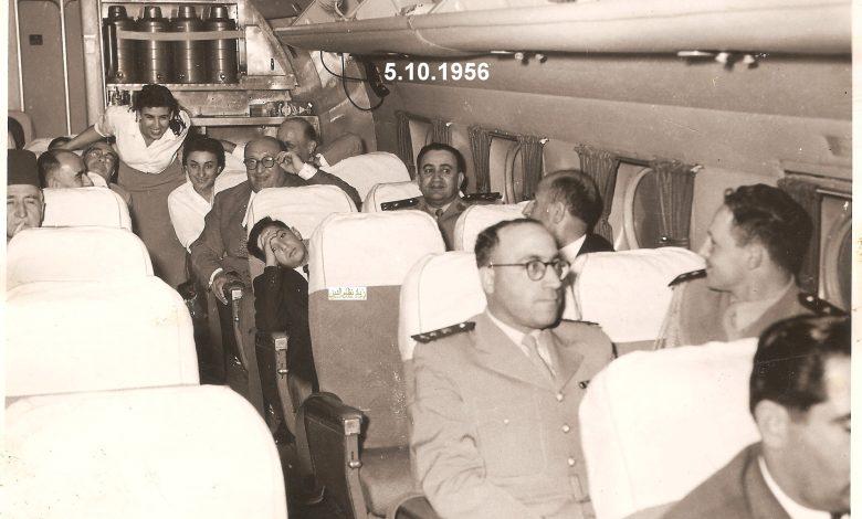 صورة الوفد المشارك بحفل تخريج دورة ضباط القوى الجوية بحلب في طائرة العودة إلى دمشق 1956