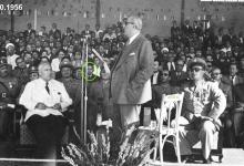 صورة شكري القوتلي يلقي كلمة في حفل تخريج ضباط القوى الجوية 1956م (2)
