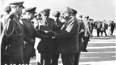 صورة شكري القوتلي بعد إنتهاء حفل تخريج دورة ضباط القوى الجوية عام 1956م