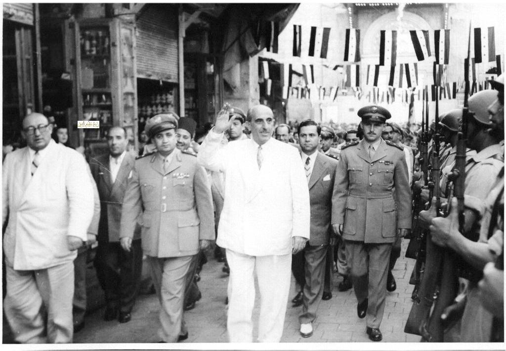 شكري القوتلي وصحبه عند سوق المسكية بعد أداء صلاة العيد عام 1957
