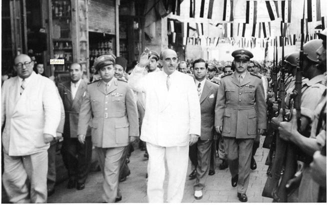 صورة شكري القوتلي وصحبه عند سوق المسكية بعد أداء صلاة العيد عام 1957