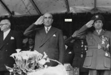 صورة العرض العسكري بمناسبة الاحتفال بعيد الجلاء عام 1957